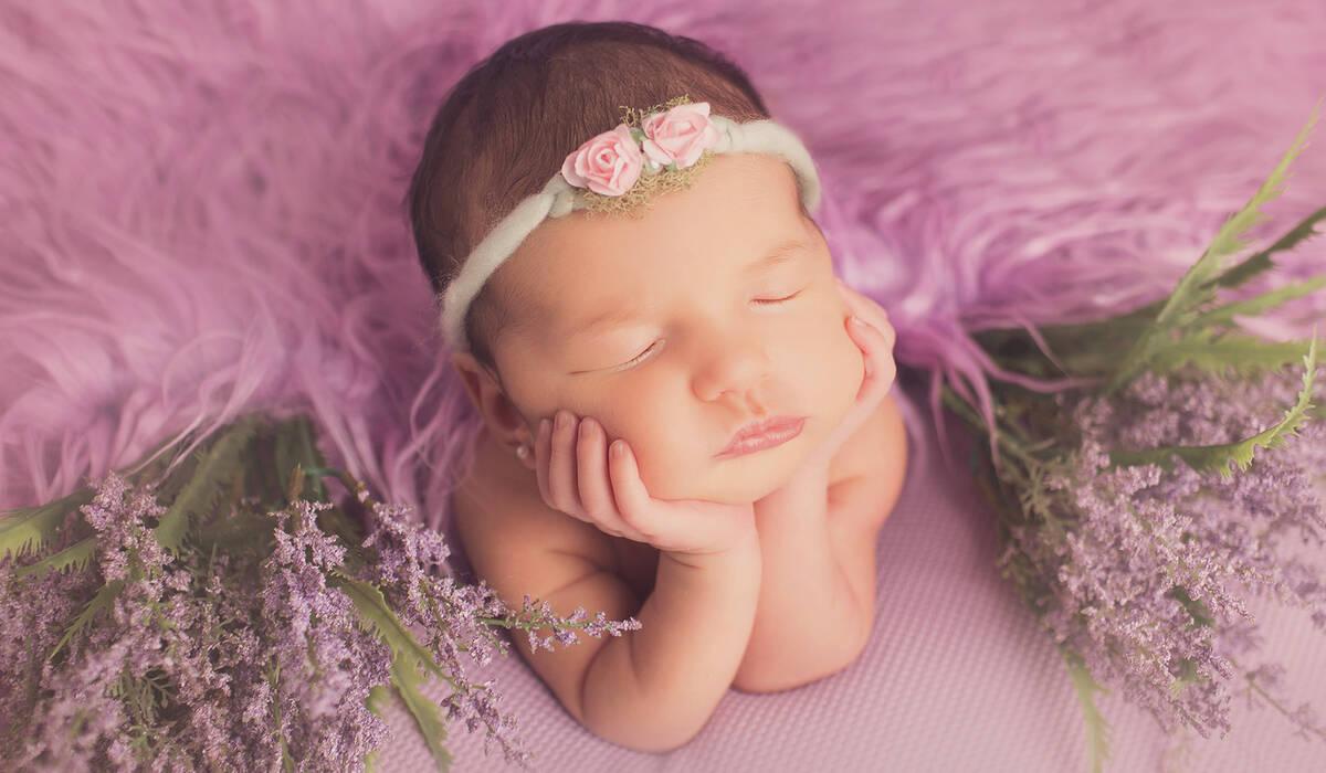 newborn de Isis