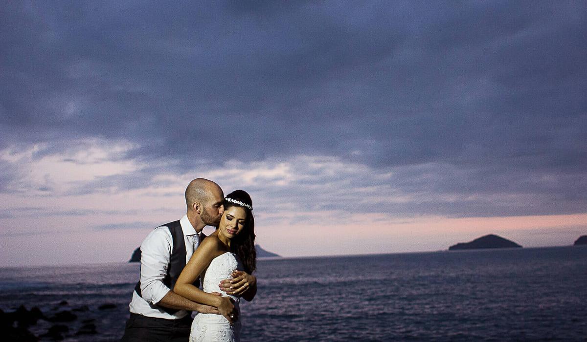 Acazza Camburi - São Sebastião - S.P. de Fotografia de Casamento na Praia