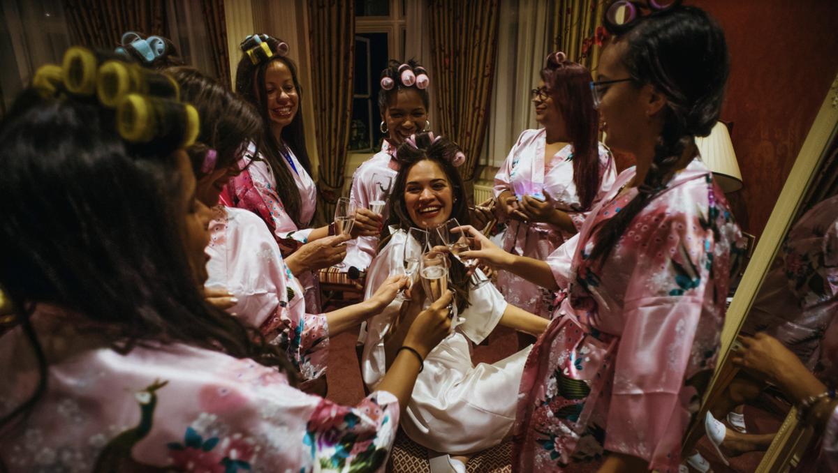 madrinhas e noivas se arrumando em hotel making of de casmento