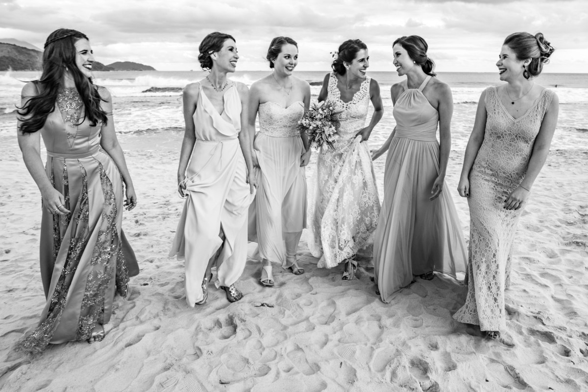 noiva e madrinhas casamento na praia destination wedding maresias sp