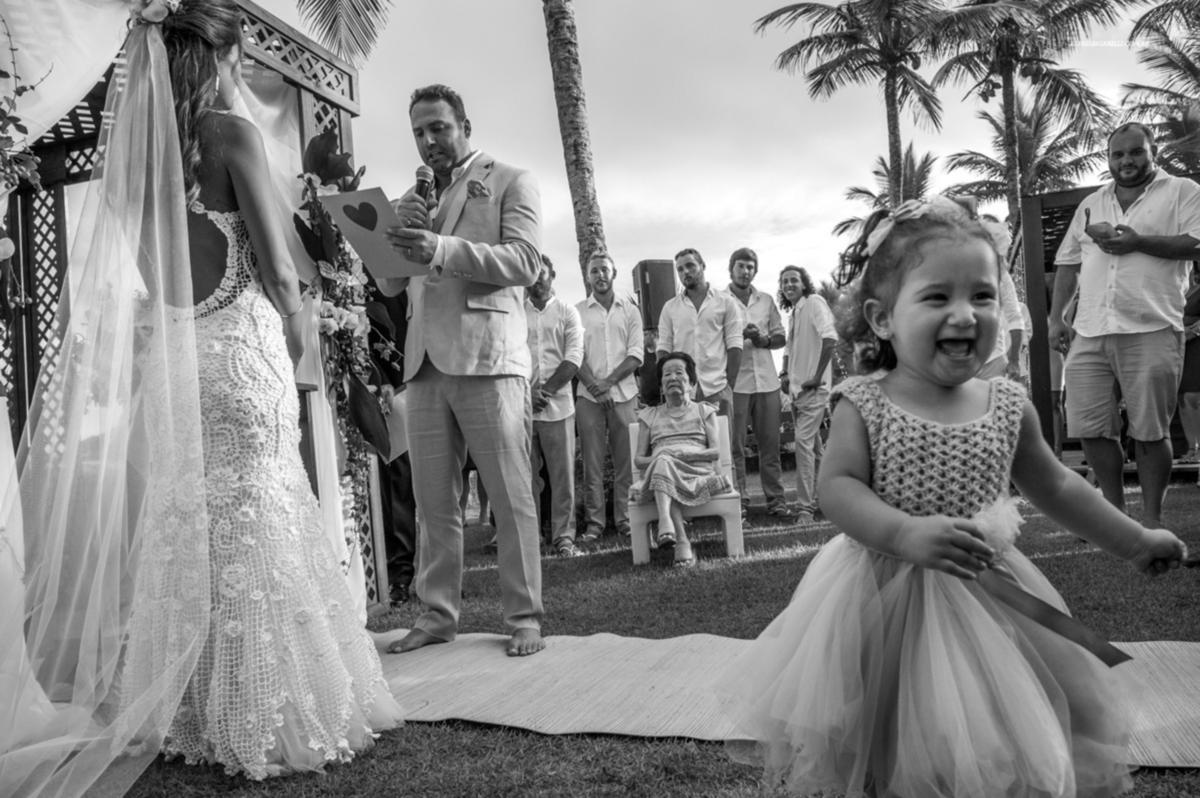 veu de noiva vestido de renda vestidos de noiva casamento na praia traje para casar na praia litoral norte sp fotografia rafael bigarelli destination wedding