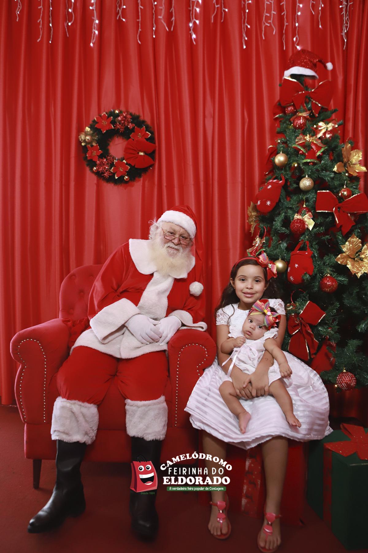 Papai Noel e as Noeletes com Ana Luisa e Laura na Feirinha da Feira