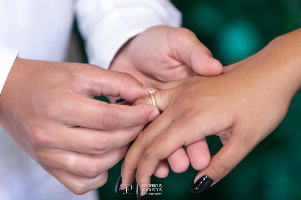 Renata recebeu o anel de noivado do Guilherme no pré casamento do Chalé Pampulha