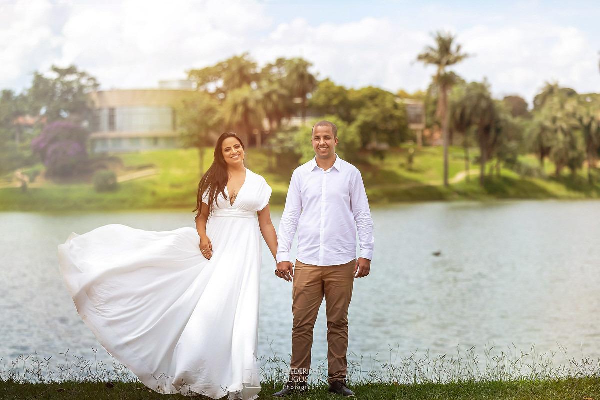 Pré Casamento do Guilherme e Renata  tendo fundo os trações do belo projeto arquitetônico do Museu de Arte da Pampulha do mestre Oscar Niemeyer