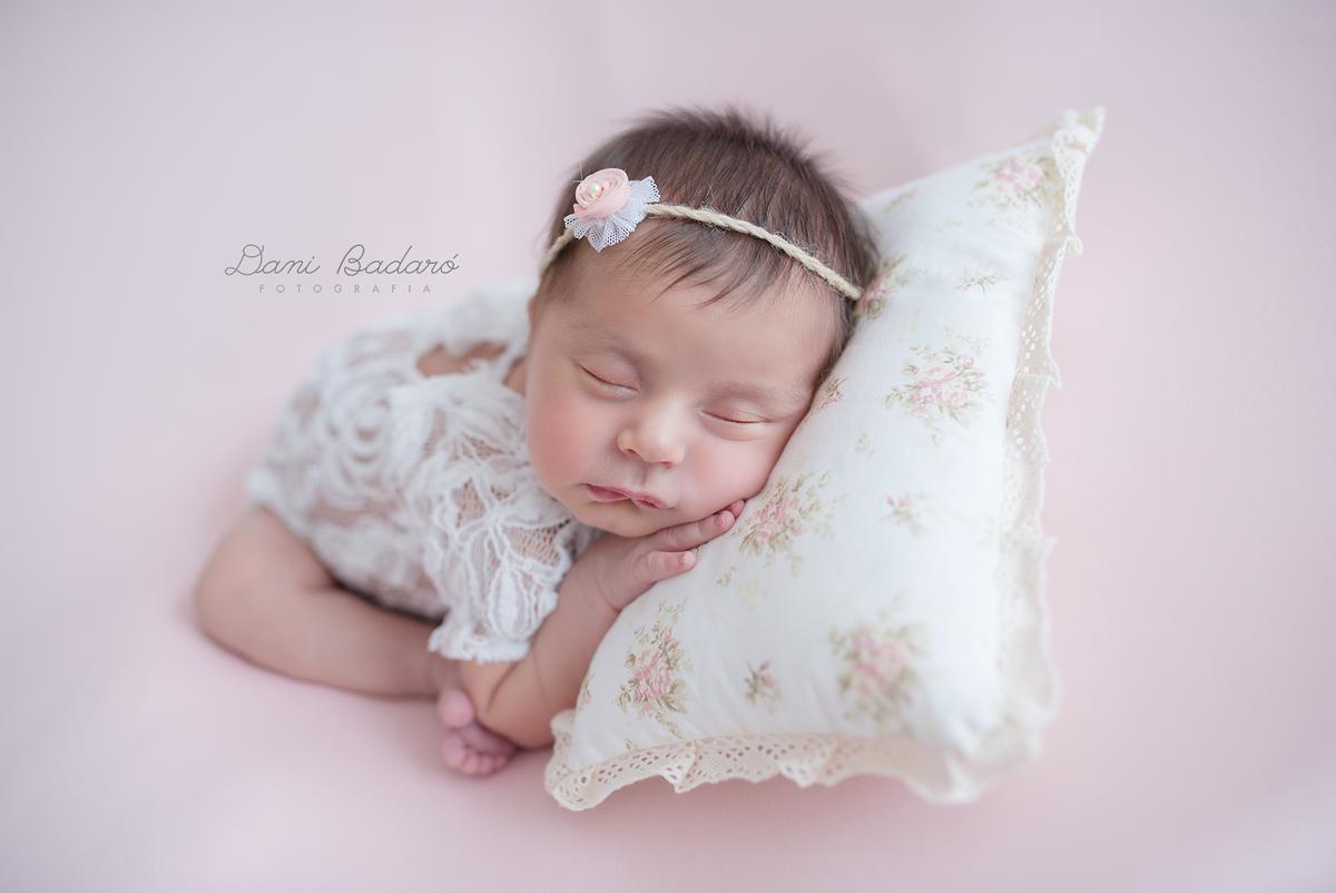 Imagem capa - Ensaio Newborn por Danielle Badaró