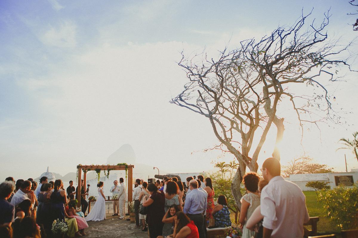 casando de dia com luz natural, fotografia de casamento vestido de noiva fortaleza de santa cruz da barra niterói rj