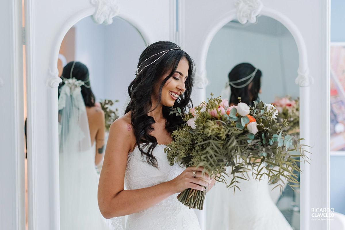 noiva com seu buquê fotografo de casamentos , fotografo juiz de fora , fotografo de casamento rj, fotógrafo de casamento niteroi