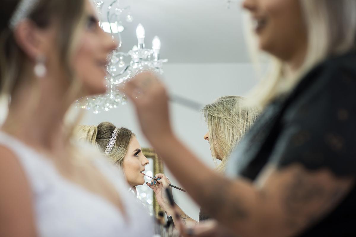 Imagem capa - Dia de Noiva - A Como escolher o profissional certo para seu por AYRTON PRATA