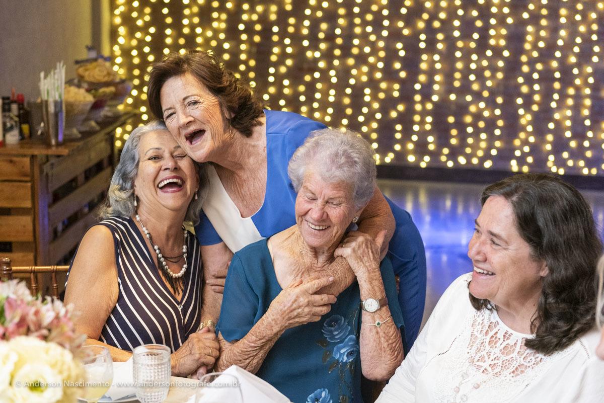 momentos-espontaneos-risadas-aniversario-70-anos-buffet-villa-da-mooca