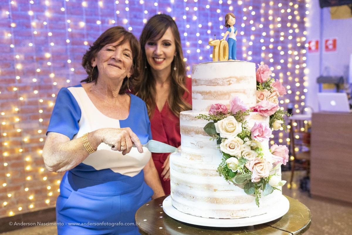 corte-bolo-aniversario-buffet-villa-da-mooca