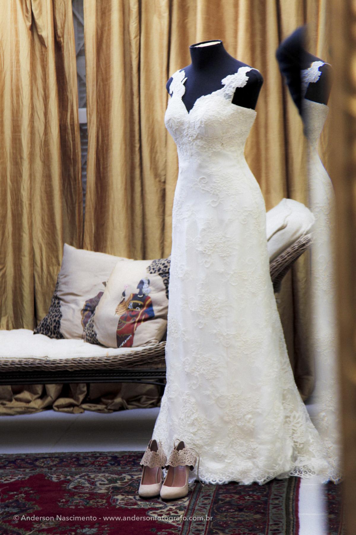 vestido-de-noiva-pendurado-suporte