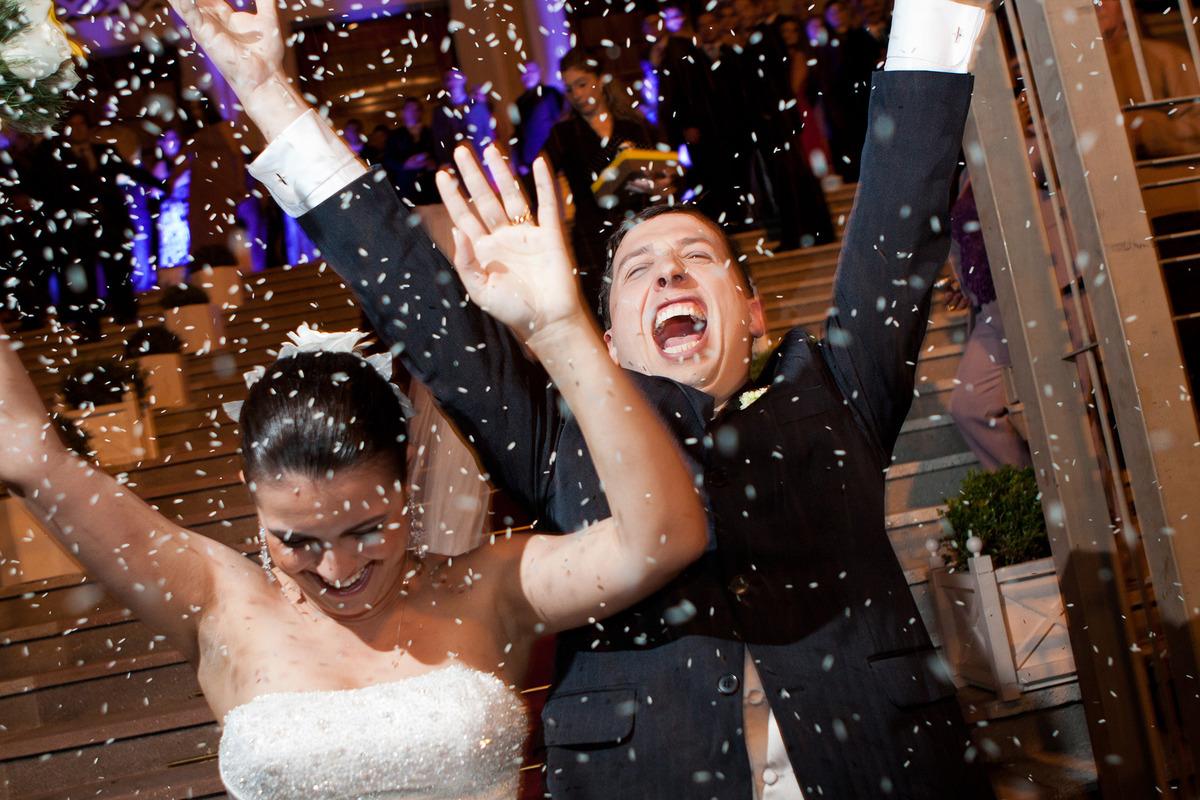 arroz e comemoração do casal, por Vinícius Vogel, fotografo de casamento em Porto Alegre, Serra Gaúcha e Região Metropolitana