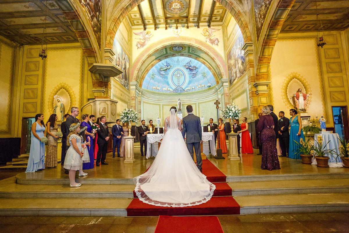 a noiva no altar com o noivo, os padrinhos, os pais, a dama de honra e pajem, , por Vinícius Vogel, fotografo de casamento em Porto Alegre, Serra Gaúcha e Região Metropolitana