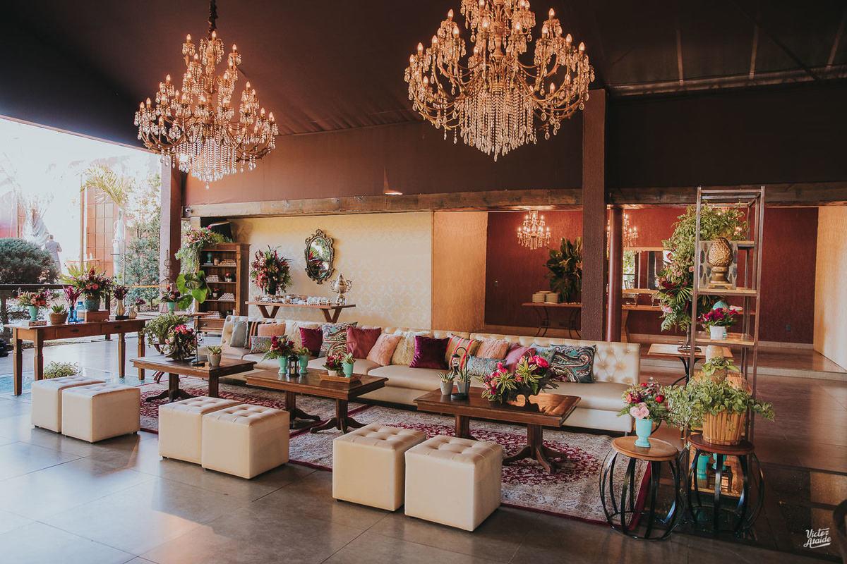 lounge, casamento, decoração de festa, mobiliário, sofás, lustres, victor ataide, casar, repceção, villa santorini, confins, lugar para casamento
