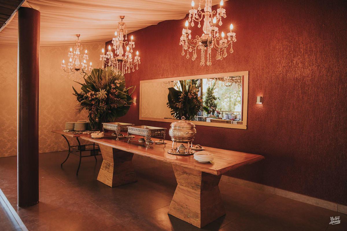 buffet, casamento, decoração de festa, mobiliário, sofás, lustres, victor ataide, casar, repceção, villa santorini, confins, lugar para casamento