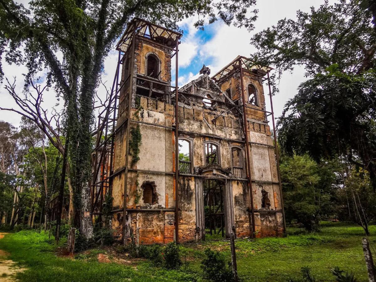 fazenda jagoara velha, matozinhos, mocambeiro, local para ensaio de casamento, igreja em ruínas, igreja antiga, victor ataide, ensaio de casal, ensaio rústico, boho chic