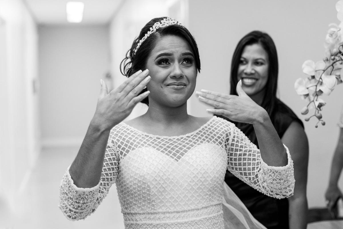 Reação da noiva ao ver o pai pela primeira vez.
