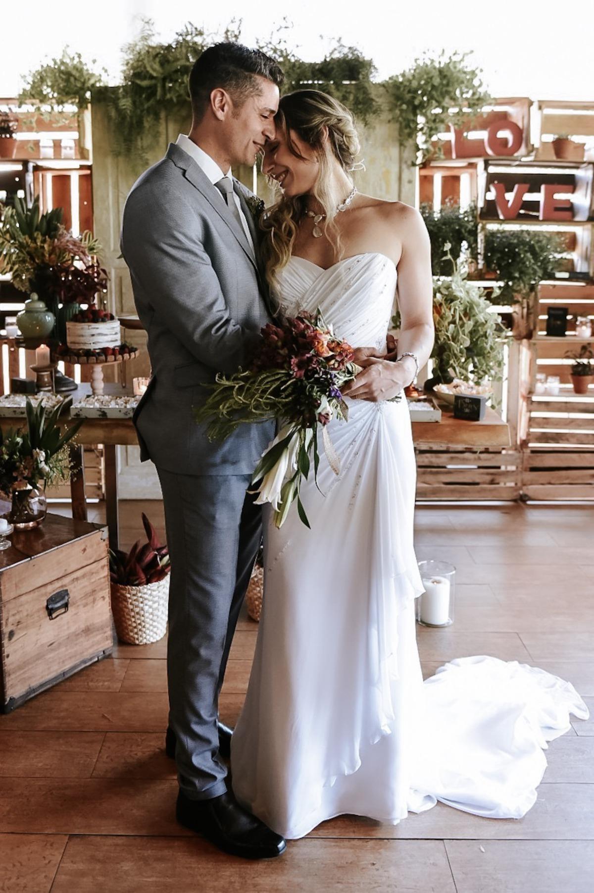 Fotogrado de casamento com casal em miniwedding no coco bambu