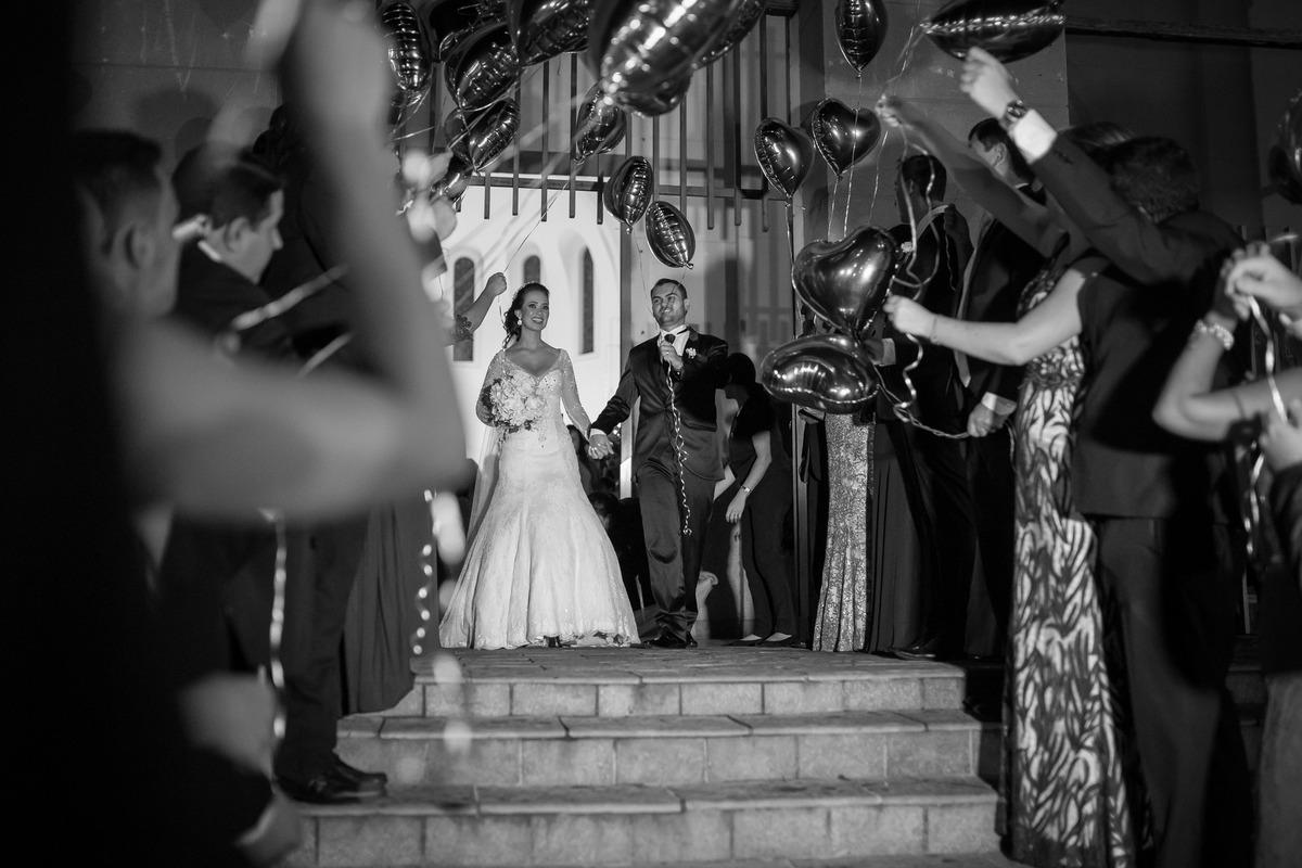 Imagem capa - 13 Ideias para a saída dos noivos da cerimônia por F5 - Fotografia