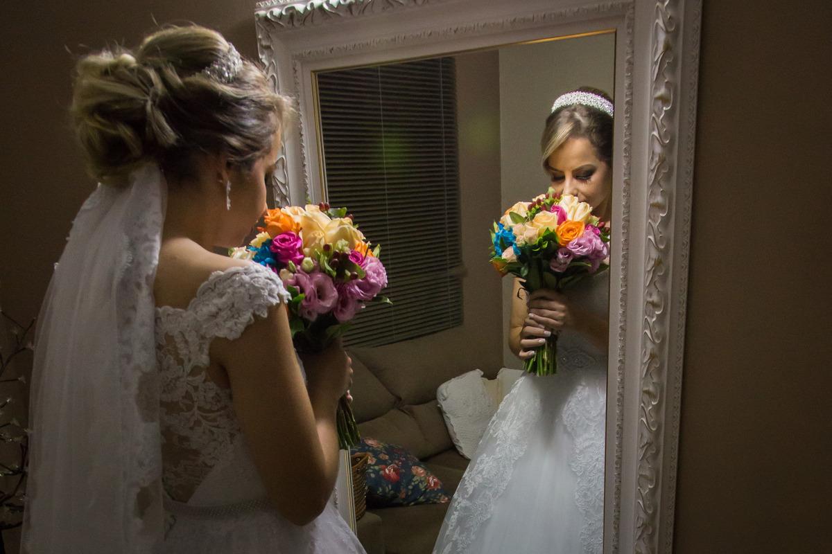 Imagem capa - Buquê de noiva 2017: aposte em cores e flores diferentes! por F5 - Fotografia