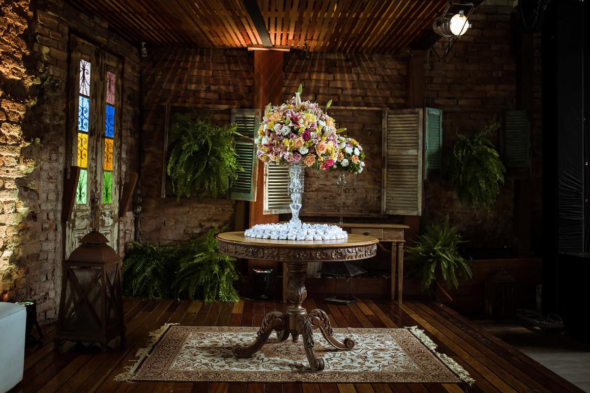 Imagem capa - Paredes descascadas, tijolos e tubos a mostra: Industrial Wedding por Nathalia Yasmim Vitorino Silva