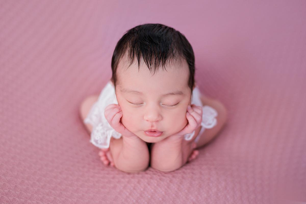 Imagem capa - O que é ensaio newborn ? por Rebouças Fotografia