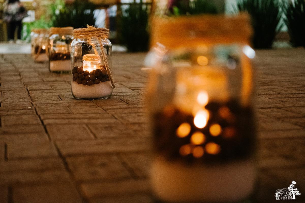 caminho da noiva iluminado com velas, sal grosso, e pedras, decoração DIY