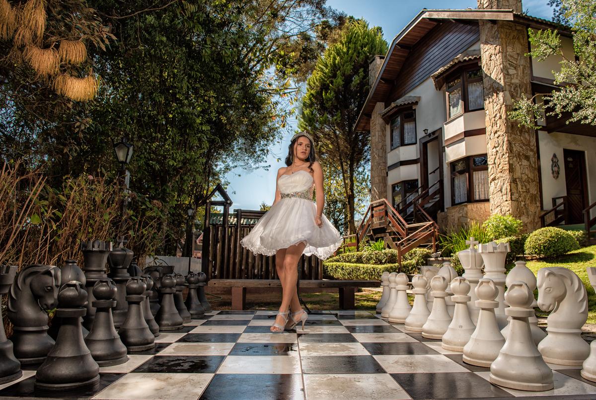 Fotografia de 15 anos para debutante no ensaio de Campos do Jordão