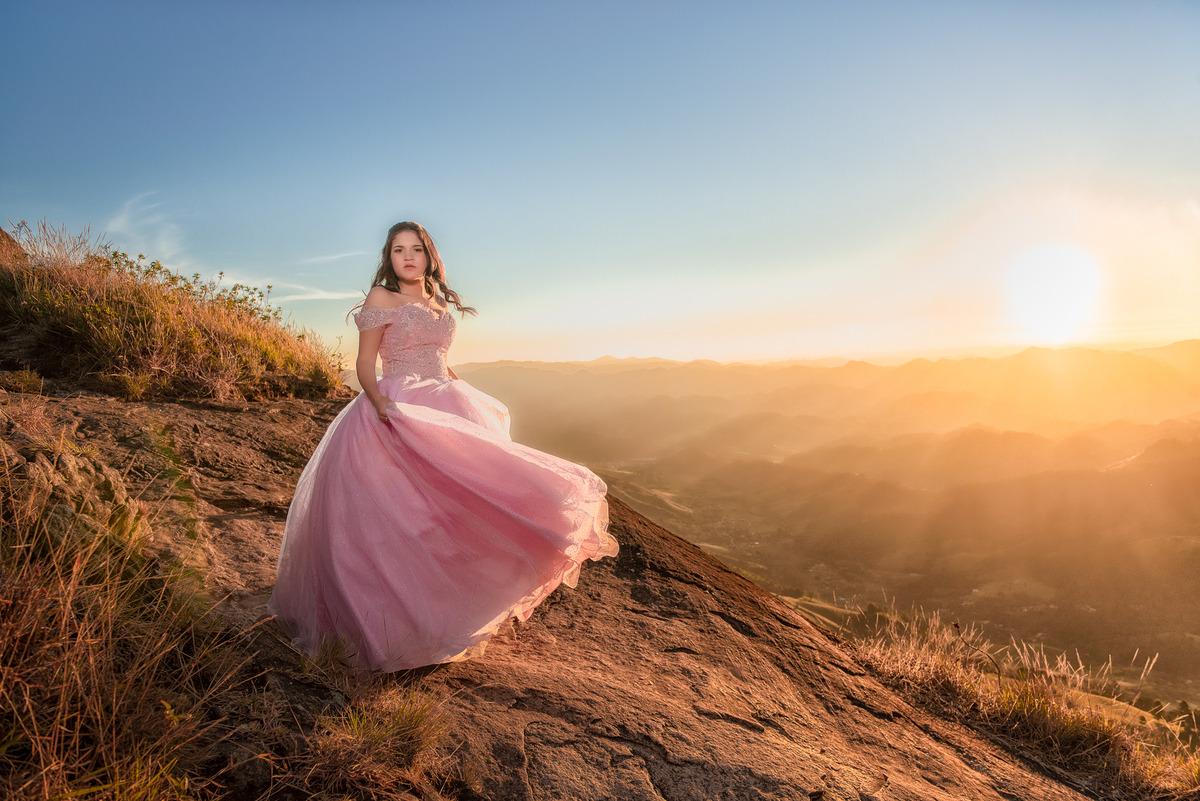 Ensaio na Pedra do Baú em Campos do Jordão fotografia de debutante