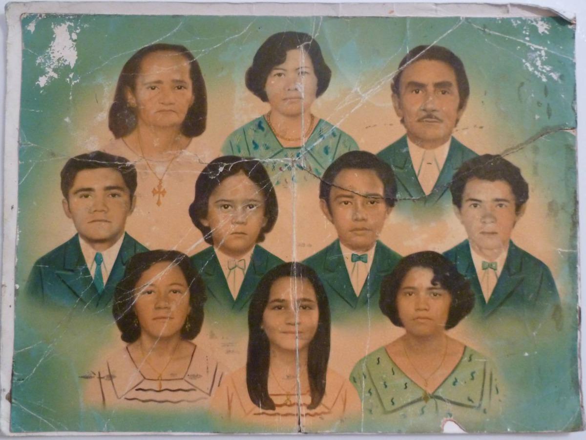Imagem capa - As memórias da família brasileira numa fotopintura na parede por Gislaine Reis