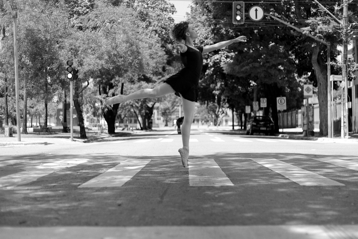 Imagem capa - Projeto A leveza da bailarina no caos urbano por Versos Fotografia
