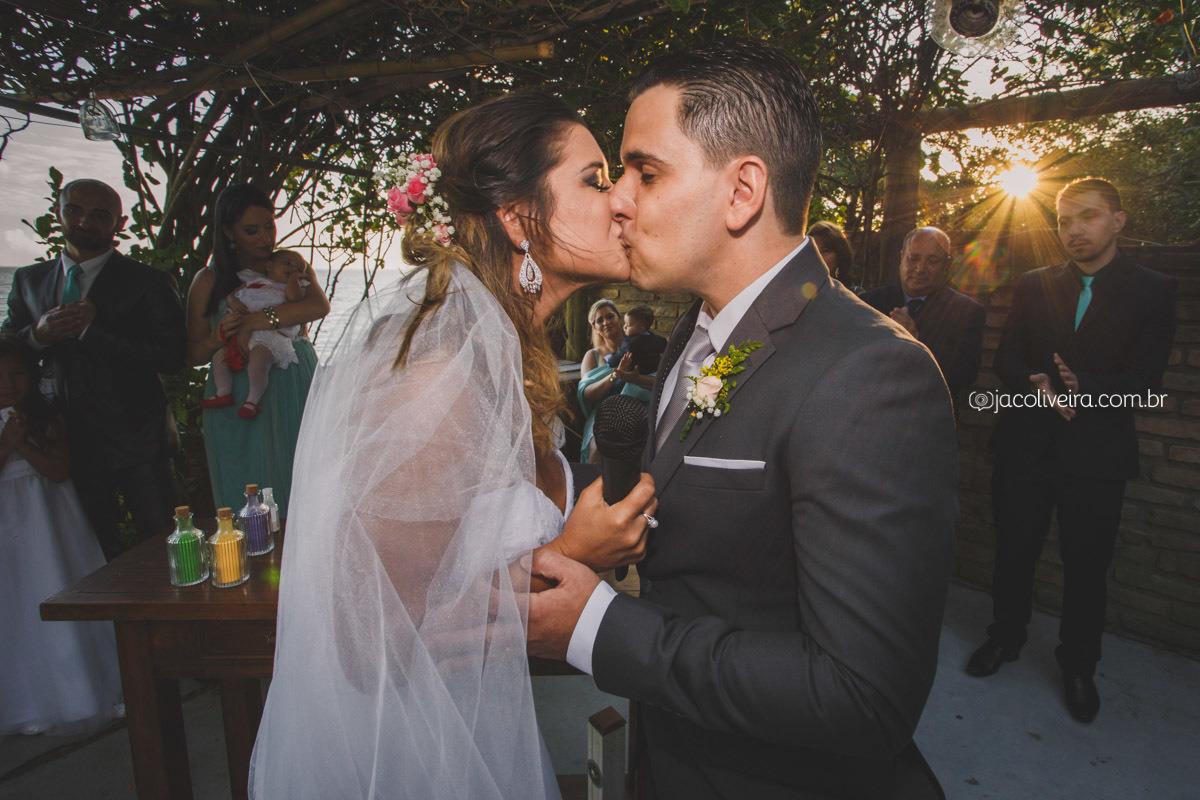 o beijo dos noivos fotografia de casamento porto alegre