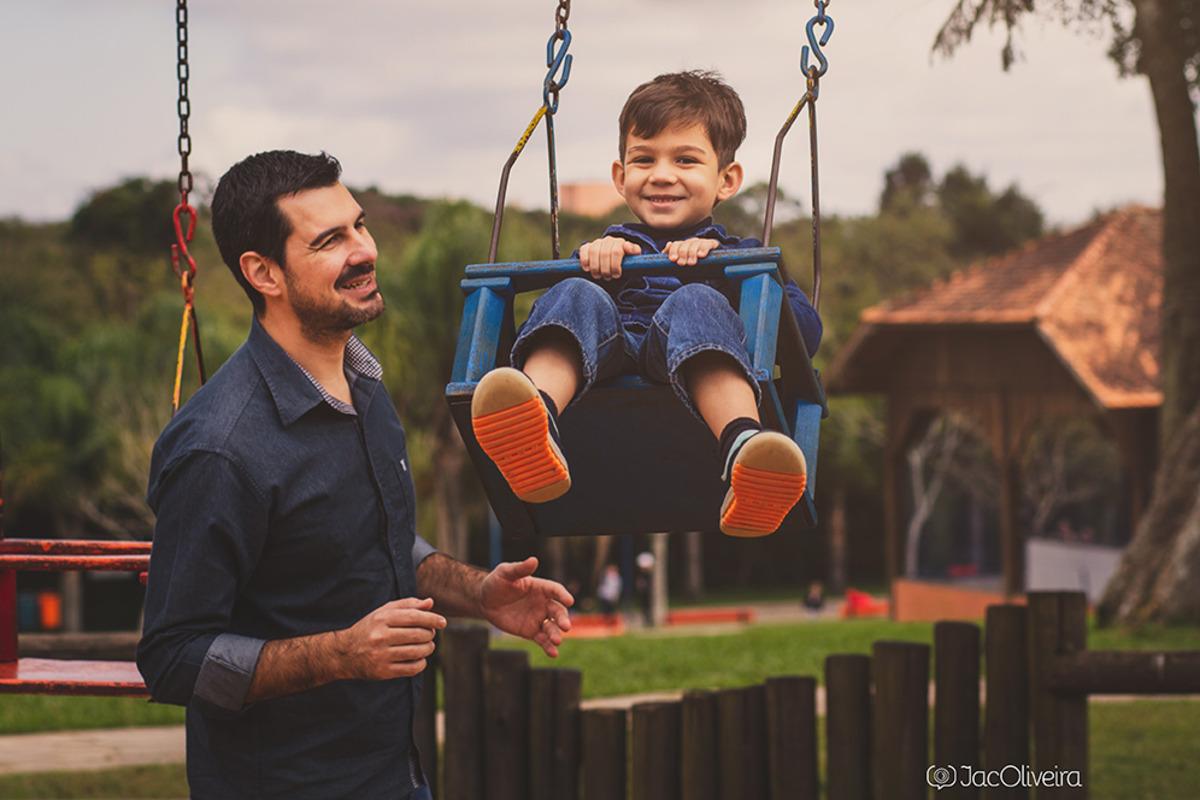 pai emerson com joaquim no balanço fotos de familia porto alegre