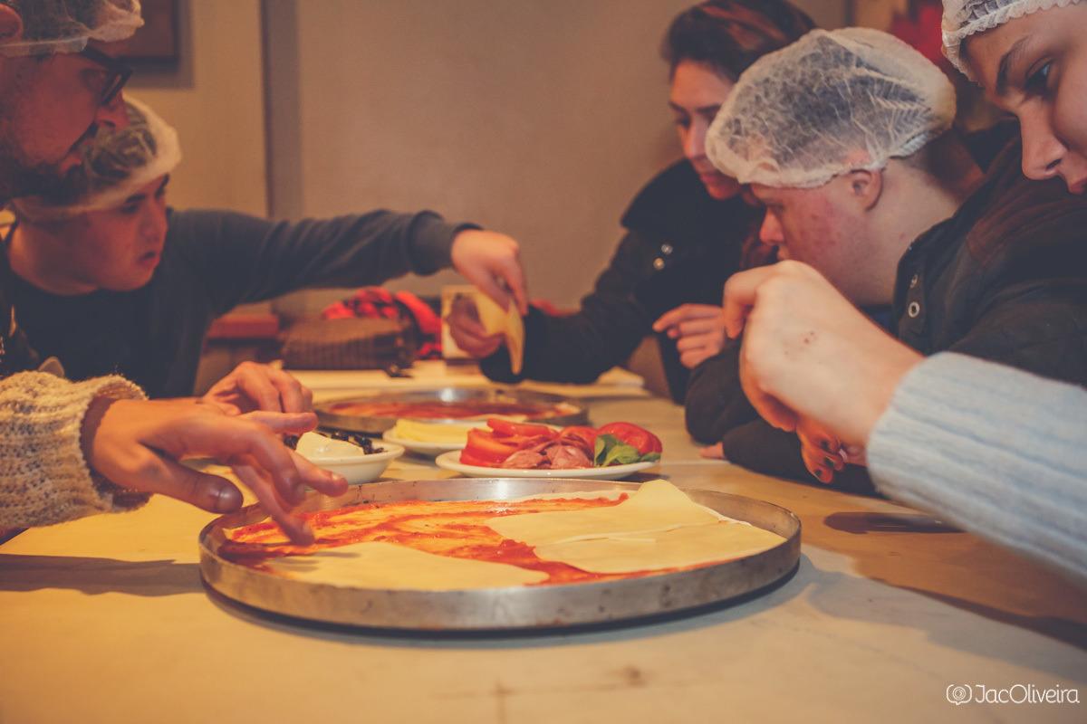 grupo gourmet fazendo pizza no fratello