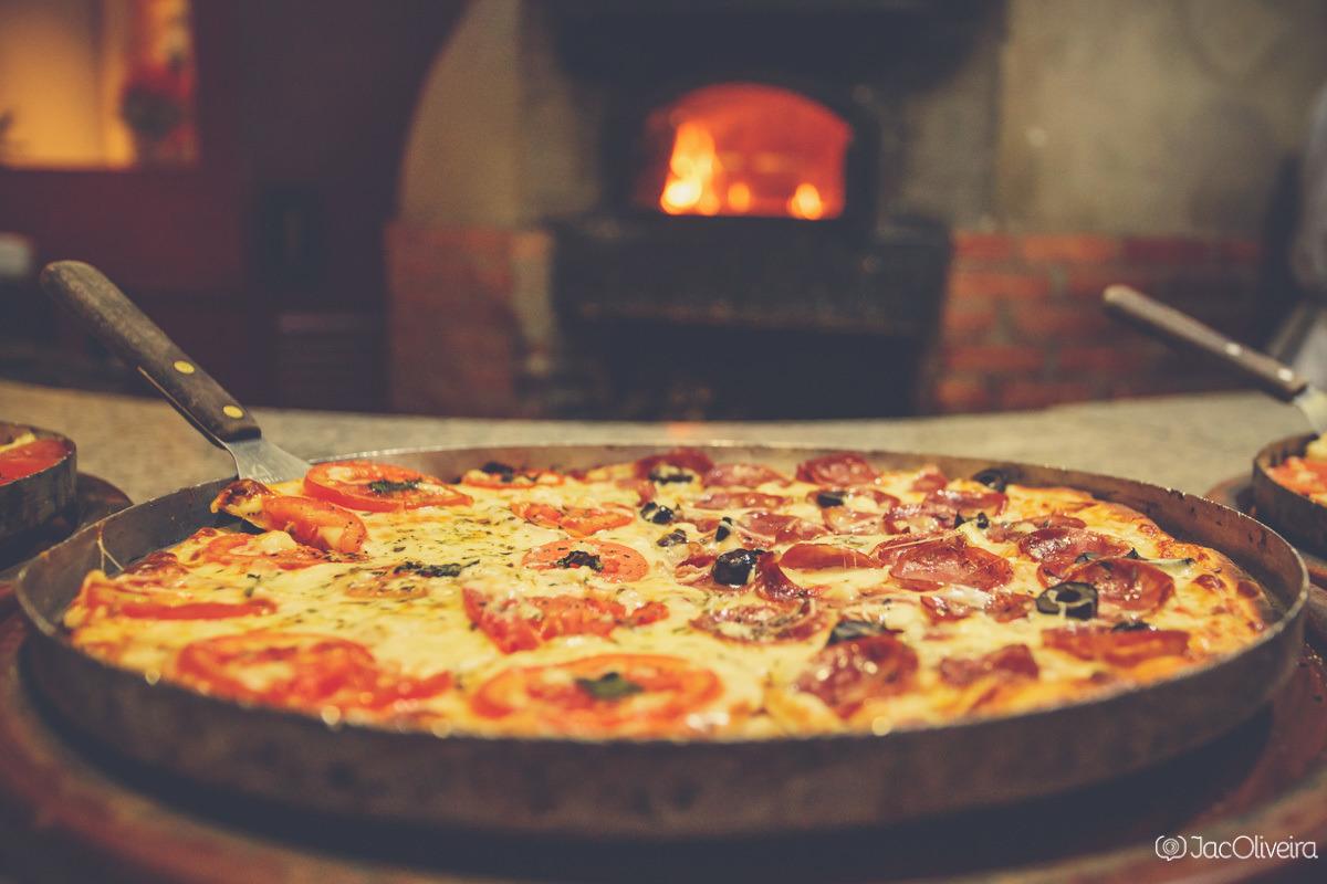 pizza feita pelo grupo gourmet pertence fratello temperos especiais