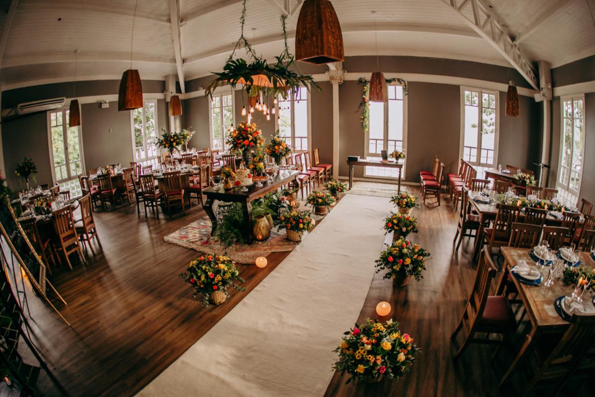 salão com decoração de casamento