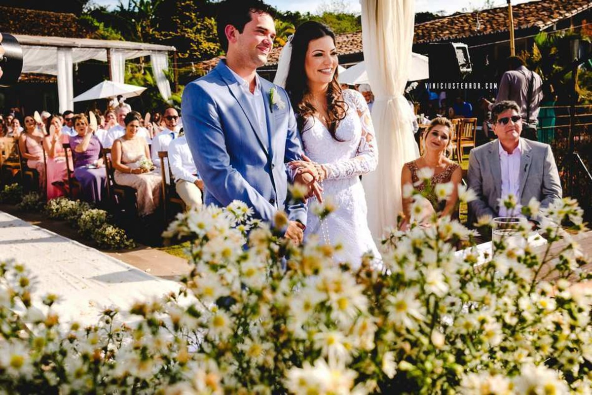 arranjos de flores para cerimonia de casamento na pousada brisa da serra em tiradentes