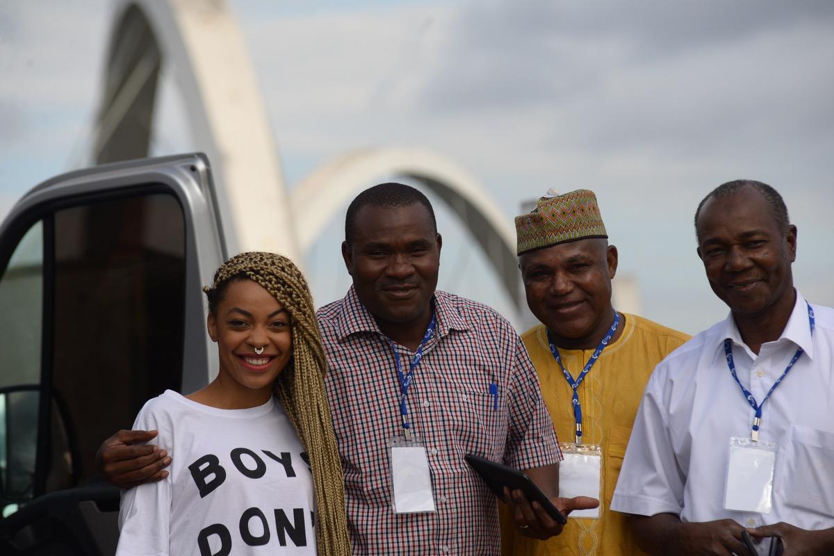 Foto realizada em Brasólia DF na Ponte JK, parada para fazer essa foto com esses turistas Angolanos
