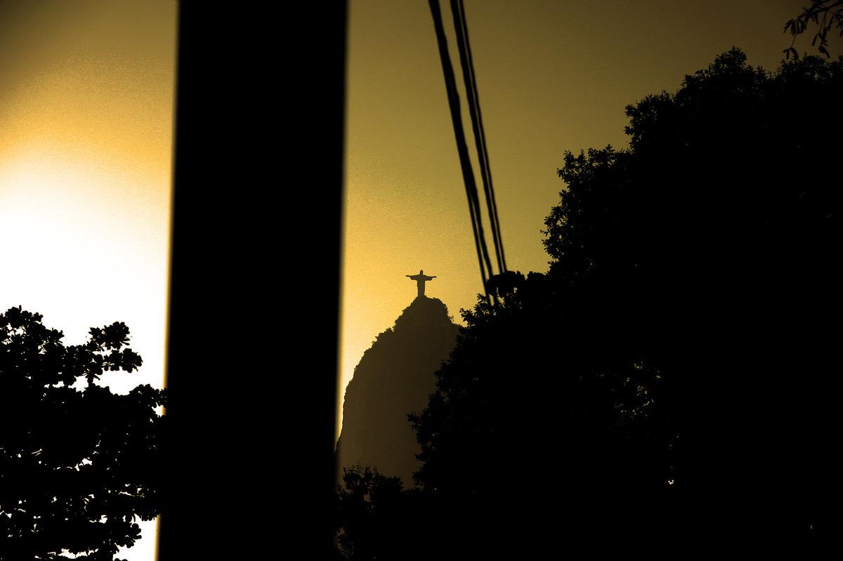 Imagem capa - A Esquina do Cristo por Teca Avelar Fotografia