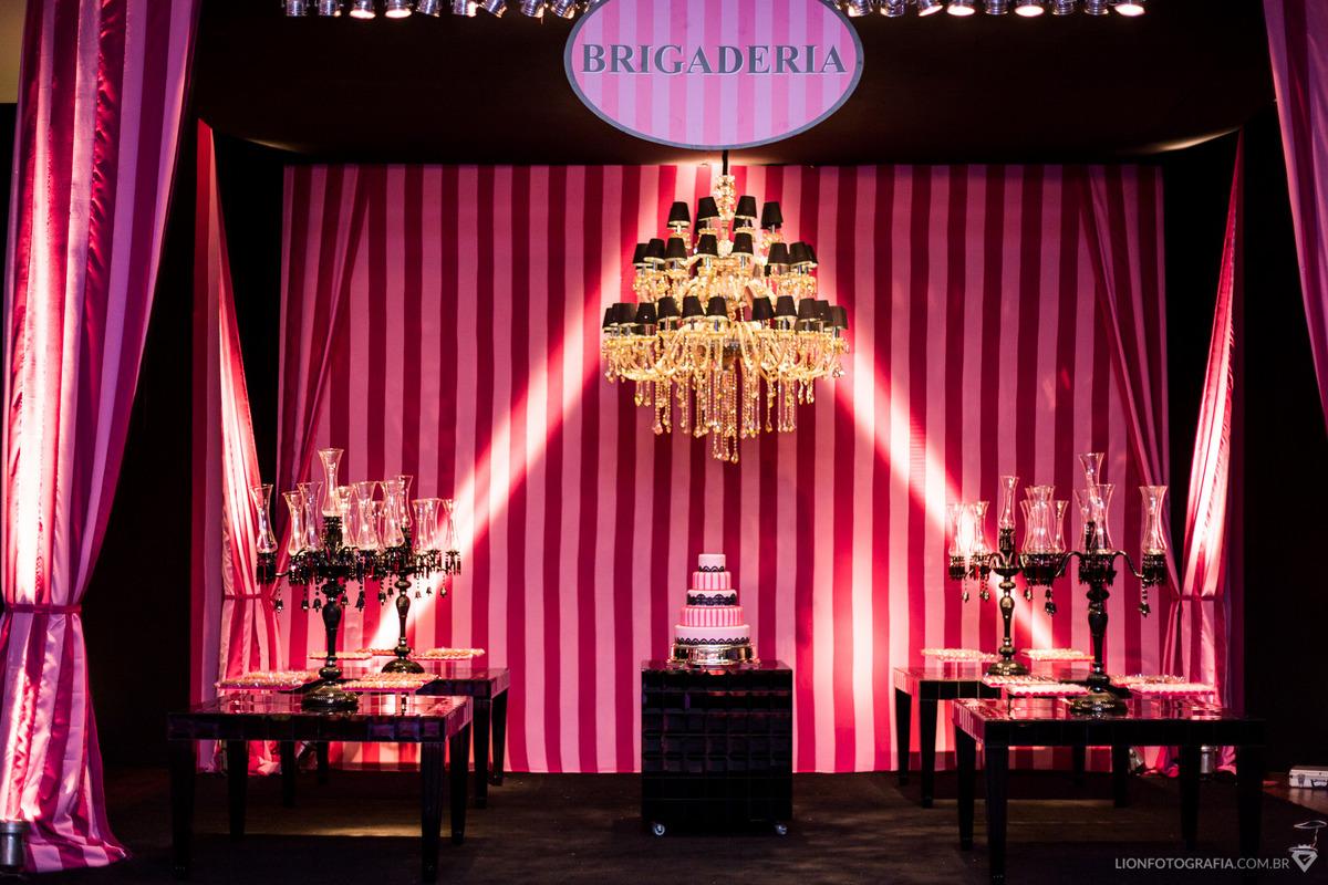 Imagem capa - Fotos da Decoração: Victoria's Secret foi inspiração para tema de Festa de 15 anos em Sorocaba - SP por Guilherme Lion