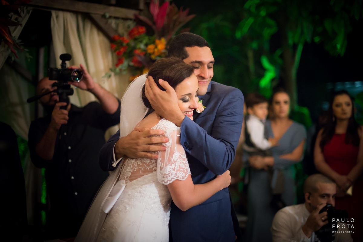 cerimonia no solar imperial, abraço dos noivos