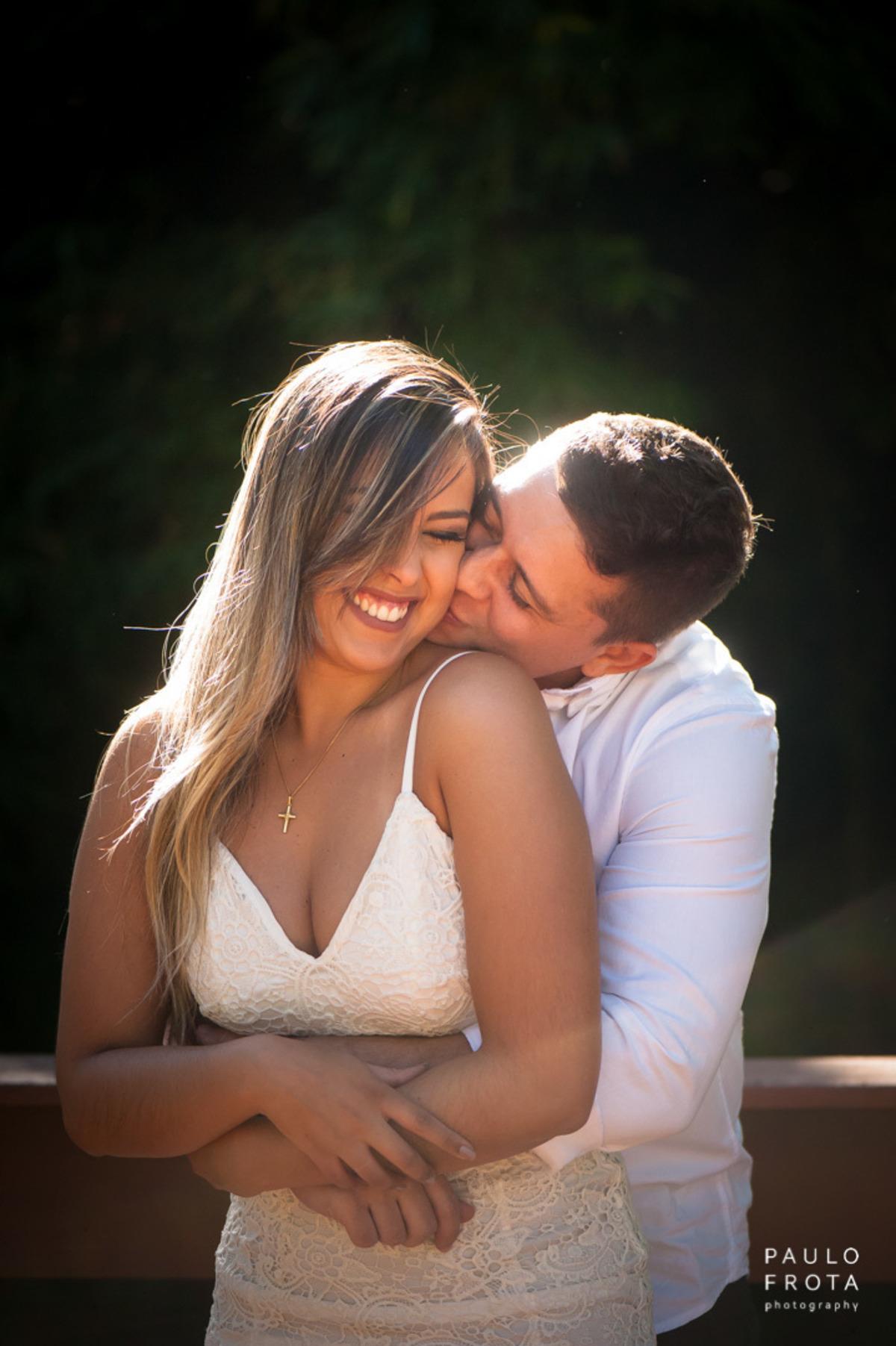 casamento em Friburgo, casal se abraçando