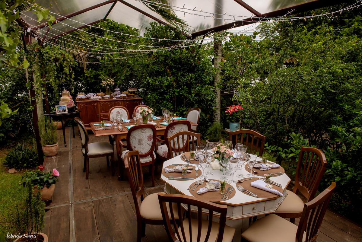 Imagem capa - Decoração para mini-wedding no jardim por Fabricio Sousa