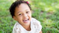 Ensaio Infantil de O riso fácil da pequena Lolô