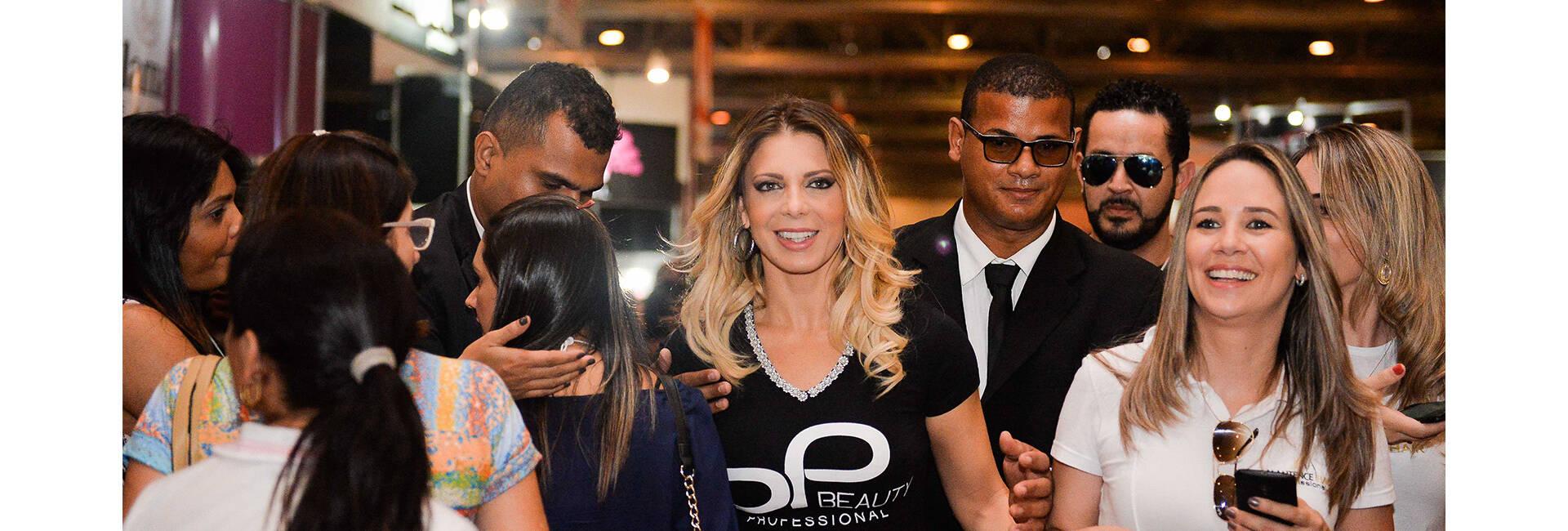 Sheila Mello de Feira de Beleza - Eventos corporativos