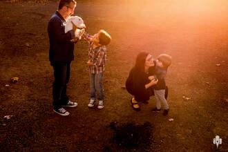 Família de Ensaio de família de Beth, Nei, Pedro e Mateus