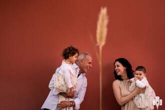 Família de ENSAIO FOTOGRÁFICO EM PORTUGAL | DAIANA, MANUEL, LARA E SOFIA
