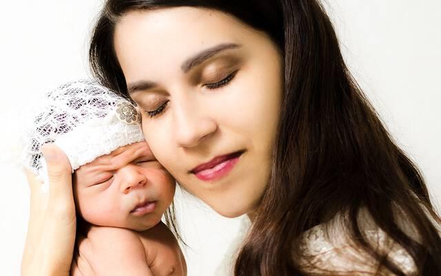 Recém-nascido: Orientações e amamentação. por Gláucia Figueira