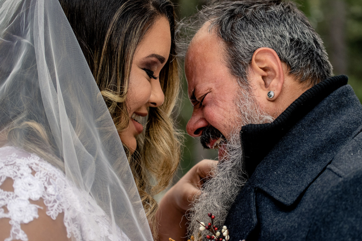 noivos emocionados em casamento elopment wedding nos eua