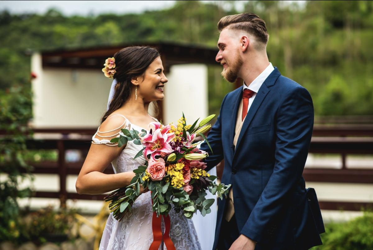 first look casamento fotos de noivos se encontrando casamento no campo fazenda santa catarina timbó fotógrafo rafael bigarelli